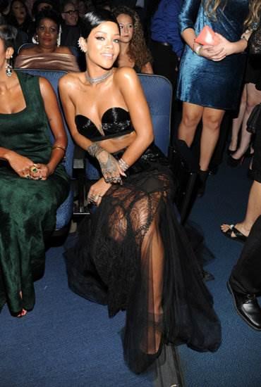 Rihanna-American-Music-Awards-2013-Optimized