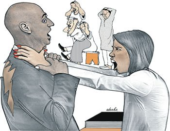 couple-fight-public